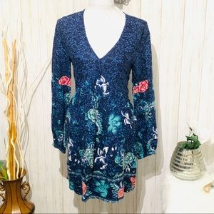Billabong Blue Floral Long Sleeve V-neck Size M